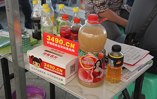 2015漯河食品博览会上厂家都在用好妞妞的名片盒