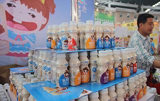 悠小君乳酸菌在2015徐州春季糖酒会备受欢迎