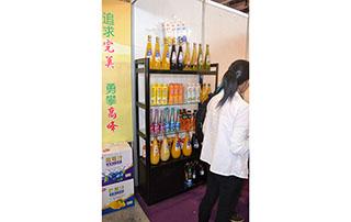 鸿润饮品2015长沙糖酒会产品货架