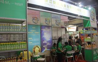 浙江快乐元素功能饮料在2015年第十六届郑州秋季糖酒会上展出