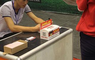 请把您的名片放在好妞妞食品网发的名片盒里边