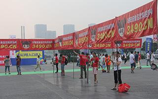 好妞妞招商网在郑州糖酒会整齐的宣传队伍