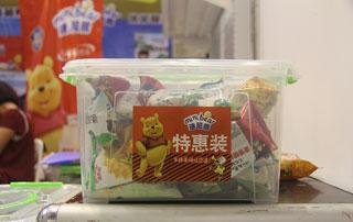 枣庄旭康迷尼熊特惠装膨化食品在2015年第十六届郑州糖酒会现场招商