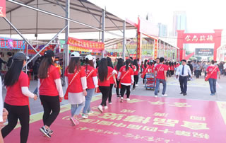 好妞妞食品网在漯河食博会尽洒青春、活力、激情