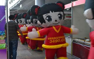 好妞妞人驰骋在2016徐州糖酒会上