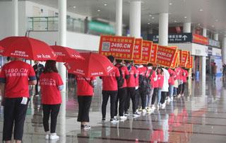 在好妞妞食品招商网的带领下,郑州糖酒会现场一片红色景象!