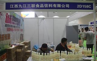 江西九江三联食品饮料有限公司在第12届全国食品博览会暨糖酒商品交易会上大受欢迎!