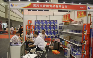 漯河市青松食品有限公司在第二十二届郑州国际糖酒会上展位掠影!