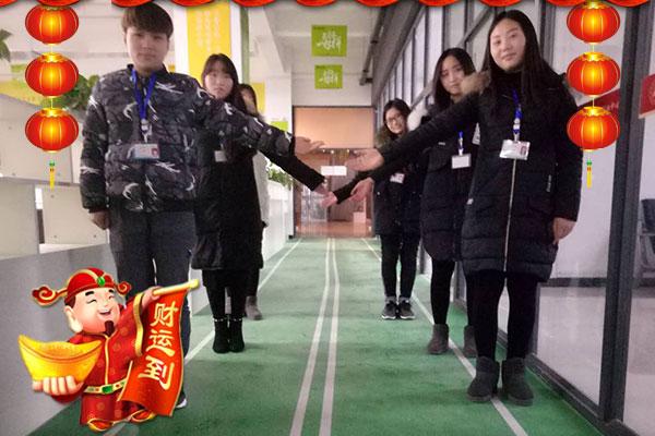 【瑞康饮料】全体员工恭祝您:新春愉快,万事如意!