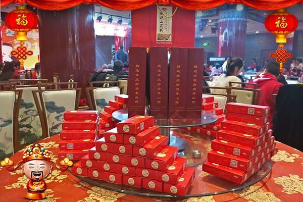 【森宇食品】黄总携全体员工恭祝大家新年大吉大利,事业顺利,阖家幸福安康!