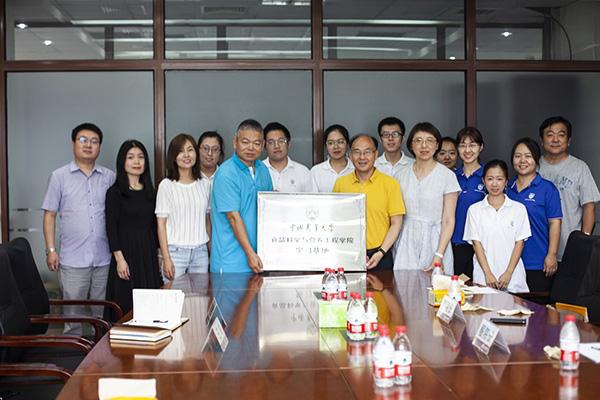 【北京麦邦食品有限公司】全体员工祝大家新的一年心想事成,财源滚滚,幸福安康!